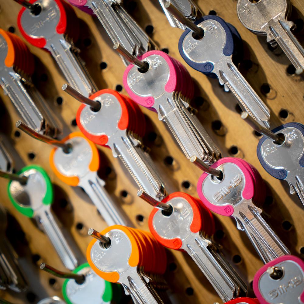 Goed herkenbare gekleurde sleutels